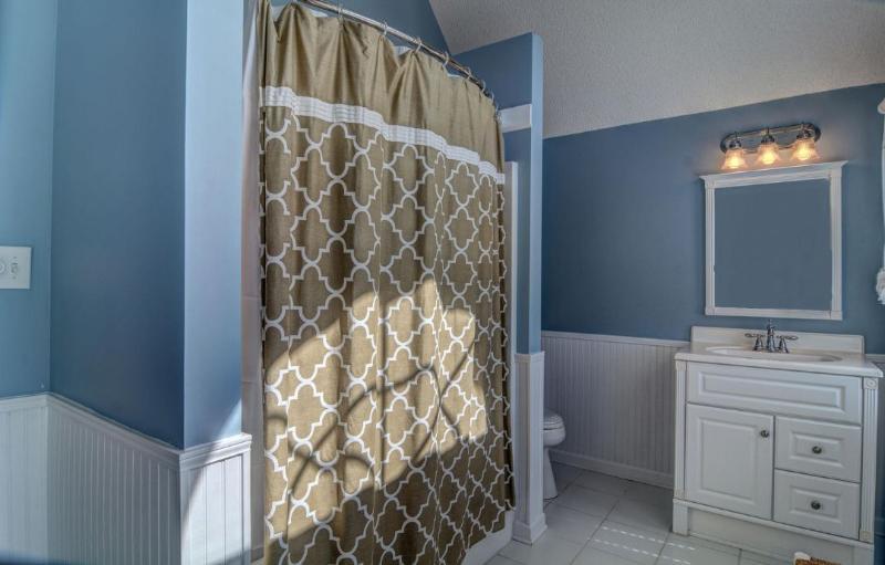 Private Bath Queen & Twin Room