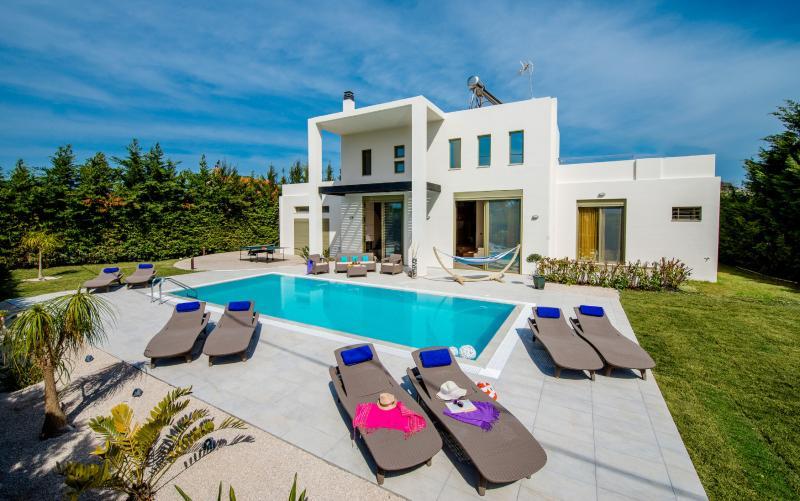 Filerimos Oasis Villa, holiday rental in Filerimos