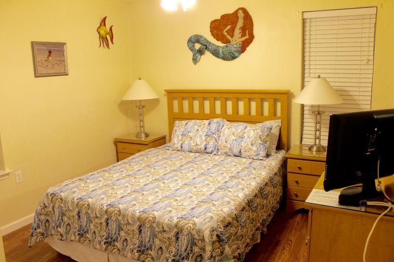 Bedroom #3 - Queen Bed w/Headboard, Dresser w/Mirror, Night Tables with Lamps, Hardwood Floors