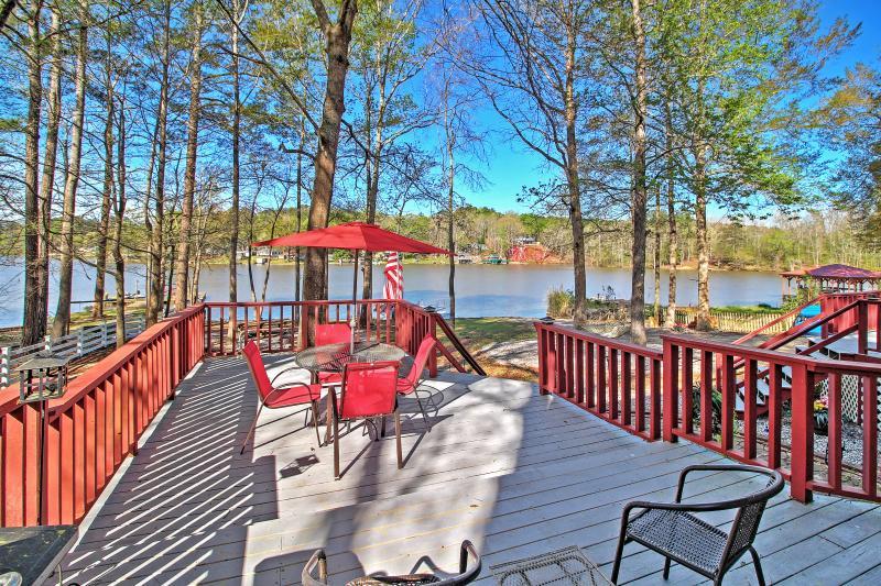 Profitez du meilleur de la vie au bord du lac lorsque vous séjournez dans cette maison de vacances!