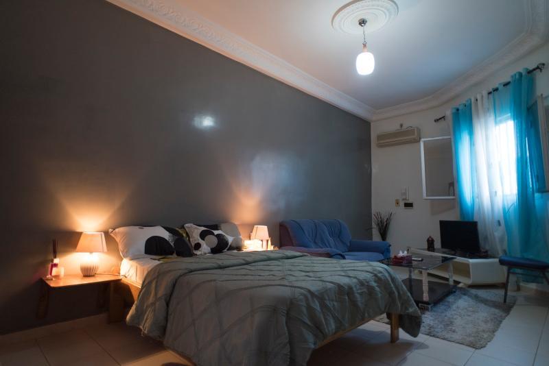 studio1grande chambre tres spacieuse avec coin salon Tv chaines canal+split eau chaude calme discret