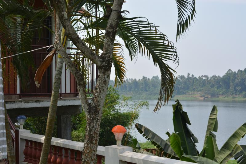 Periyar Homestay, RiverView AC Room, Kochi Airport, vacation rental in Nedumbassery