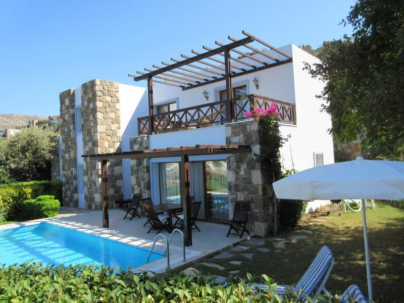 Detached Villa with Private Pool and Garden
