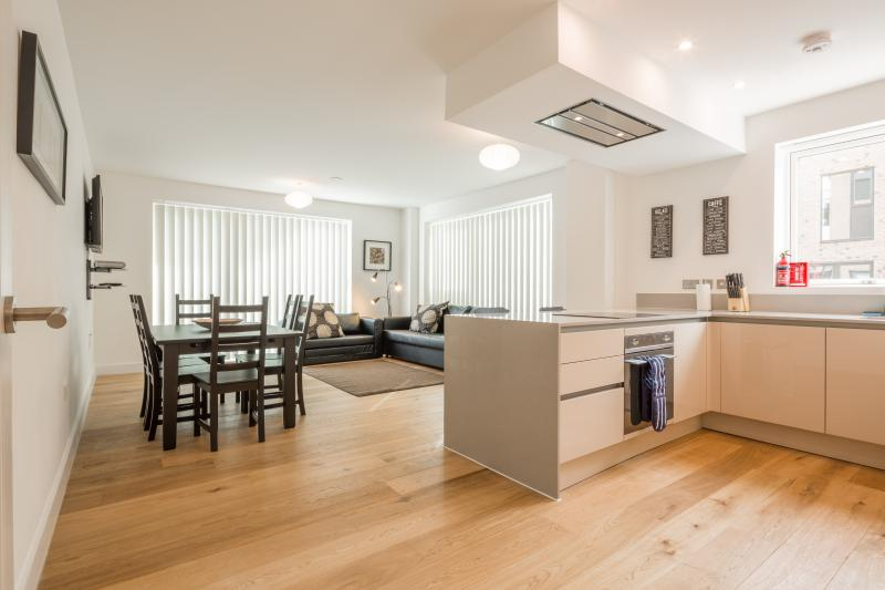 Superb 2 bed 2 bath new property with underfloor heating, wood floors ,free Sky TV & secure parking.