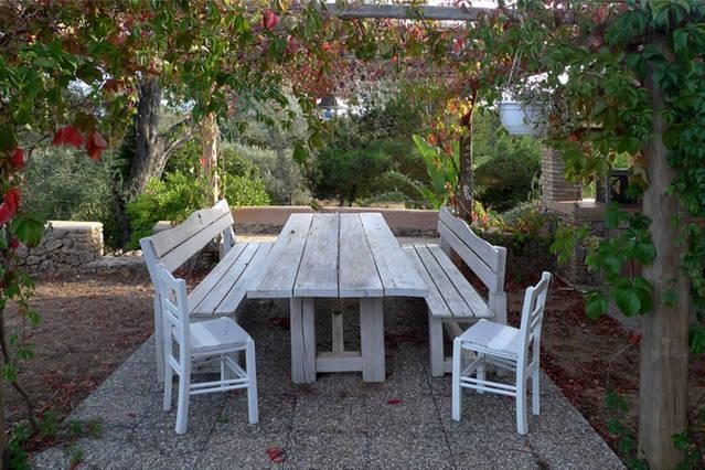 Outdoor dining place