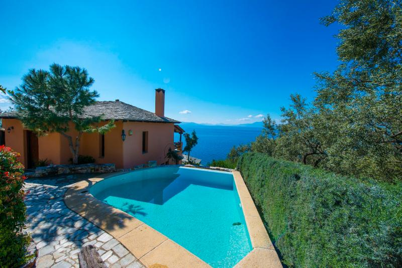 Villa '2 Cypresses' with private pool. Feel ready to dive in?
