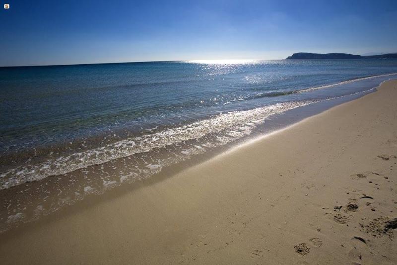 Quartu, Casa Rossa vicino al mare Poetto Beach, vacation rental in Quartucciu