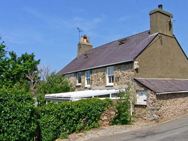 DOLFOR, family friendly, character holiday cottage, with a garden in Nefyn, Ref, vacation rental in Fron
