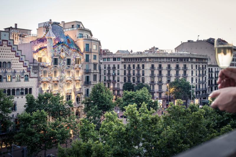 Superb views to Passeig de Gracia Boulevard and Casa Batllo from the balcony of the living room
