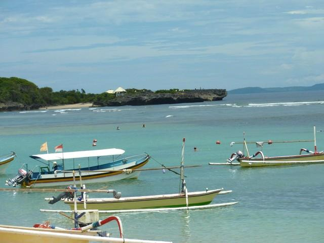 Clean white sandy beaches Mengiat Beach 5 minutes away. Spent the day enjoy much and a fresh coconu