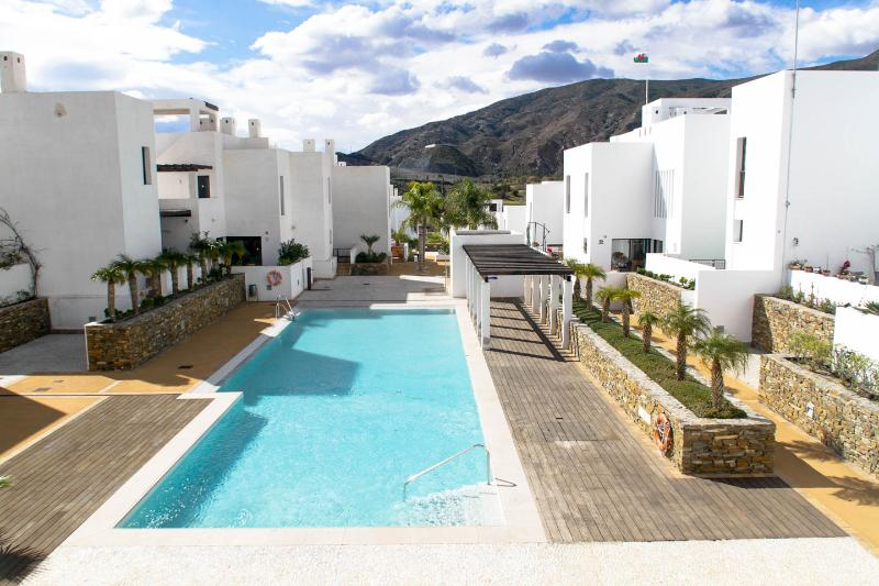 4 bedroom villa in Playa Macenas beach resort., holiday rental in Mojacar