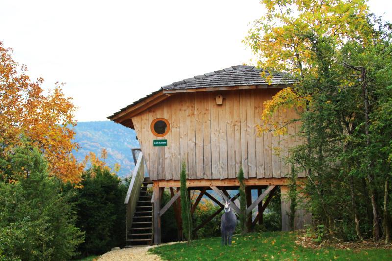 Cabane sur pilotis - La Genévrière, holiday rental in Le Poizat