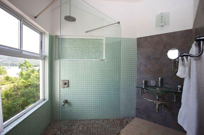 Mysigt sovrum s eget badrum