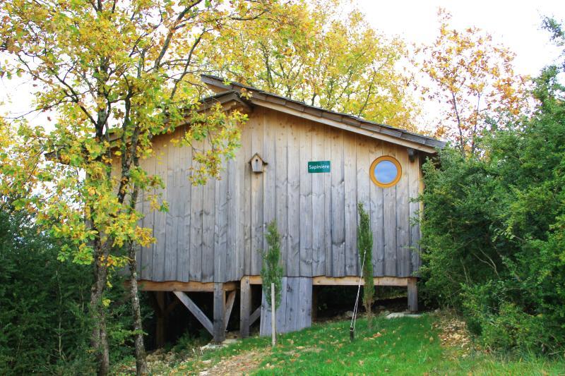 Cabane sur pilotis - La Sapinière, holiday rental in Nantua