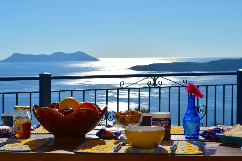 Villas Balcony,7 bedrooms, 2 swimming pools, calm and sea to infinity., holiday rental in Evgiros