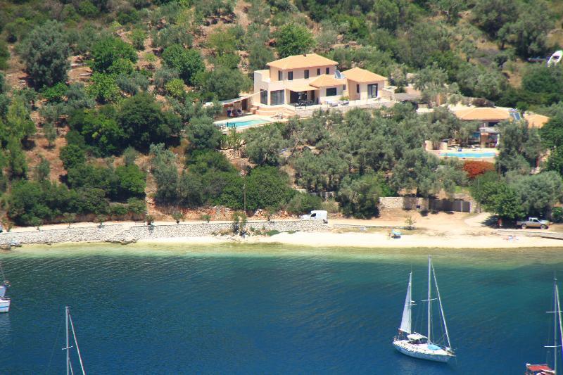 Environnement Villa, oliviers, plage, mer et voile