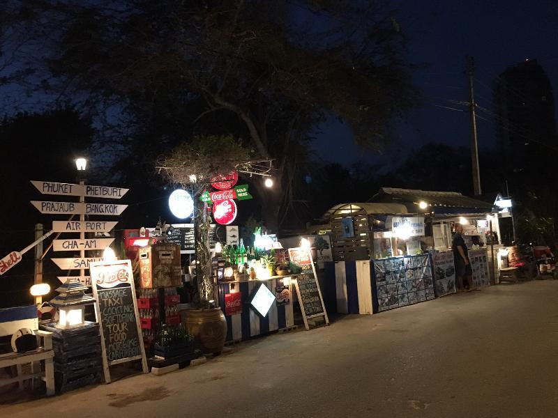 barres de boissons et de plage, une collation dans la soirée.