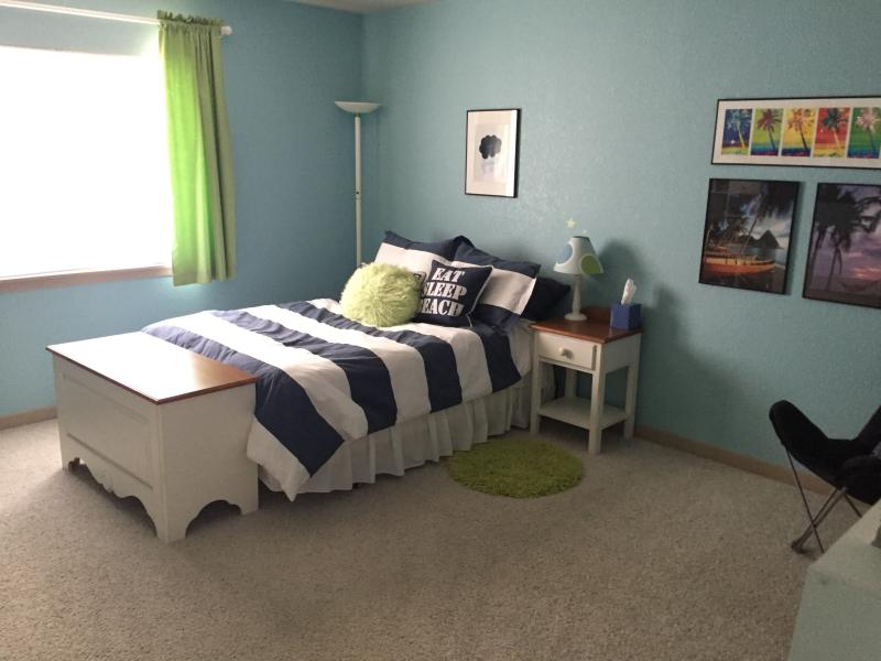 Upstairs Bedroom (full bed)