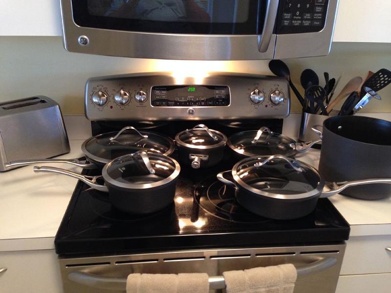 Las mejores ollas / sartenes y todos los platos / cubiertos / vasos comer, etc.