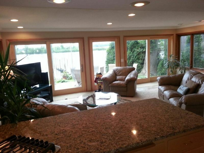 Vista da cucina, New Piastrelle di legno piano grano in tutto il primo piano