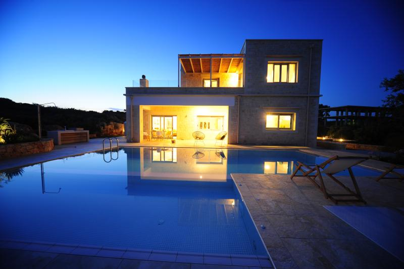 Perseas 4 bd Luxury Villa, location de vacances à Chorafakia