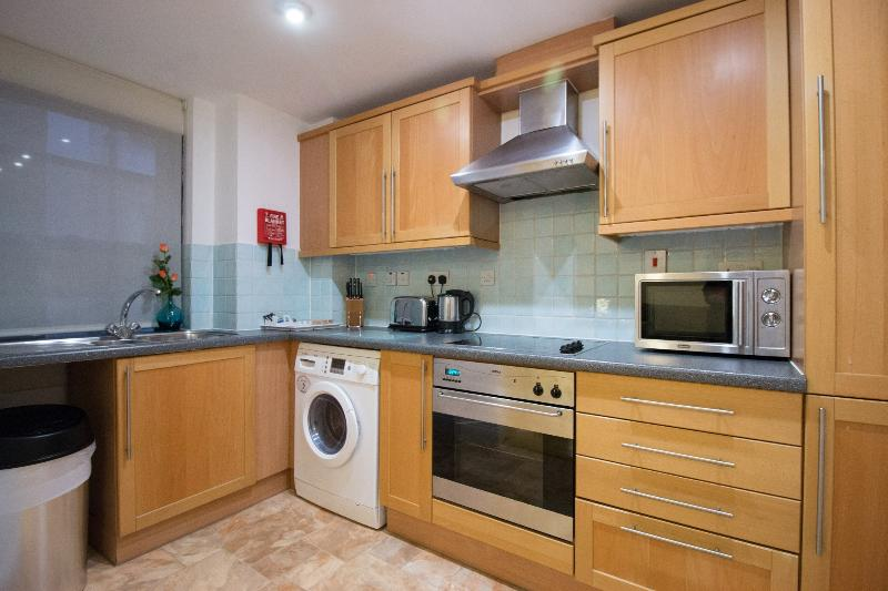 A really nice little kitchen leads directly off from the lounge.