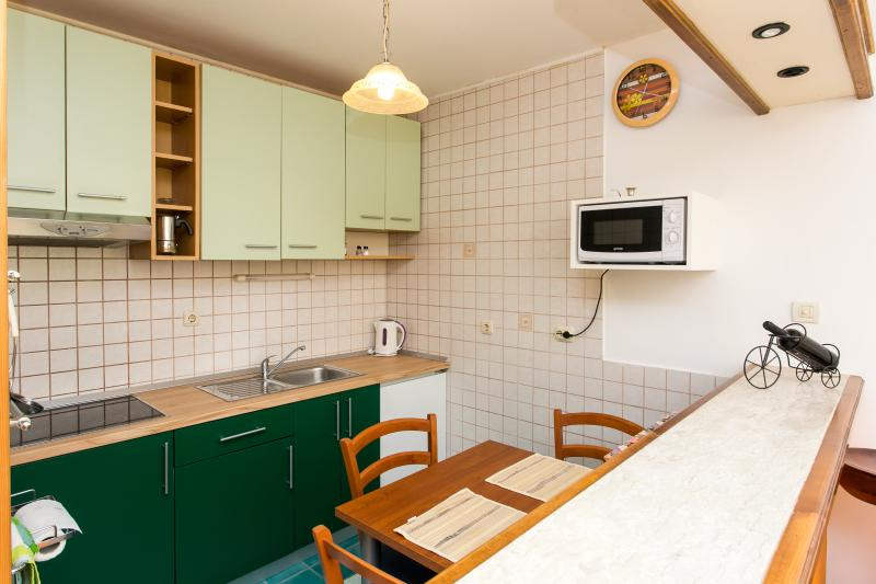 Fully equipped kitchen with dining area.