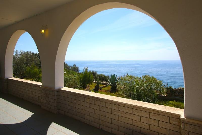 villa thomas Salento vista mozzafiato sul mare, holiday rental in Pescoluse