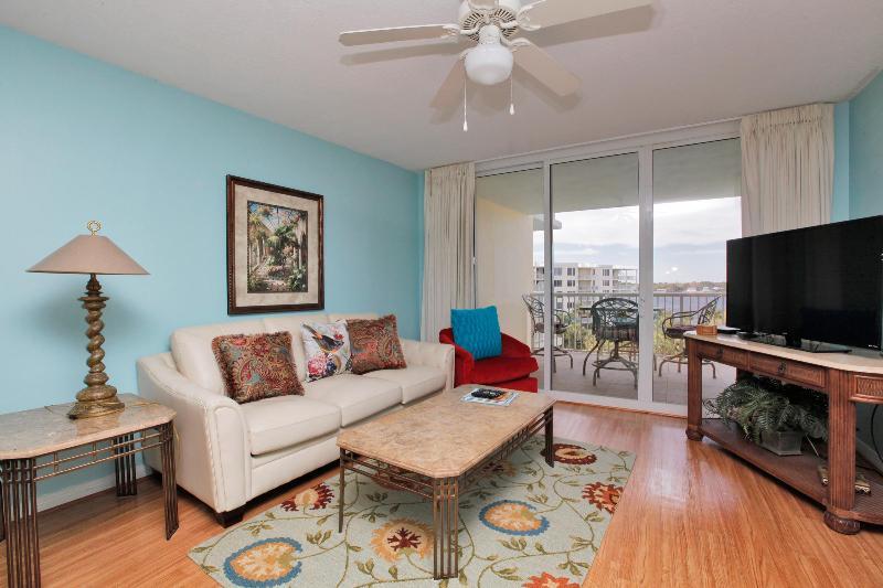 Destin West - Sandpiper Condo 604 Living Area