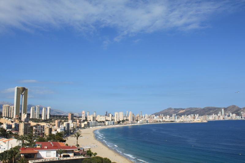Benidorm,Poniente,hasta 6P,Wifi free,Parking,Tv SAT.,Preciosas vistas,piscina, location de vacances à Benidorm