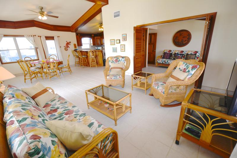 YES! RENT ME IN BELIZE - 3rd floor 3 bedroom oceanfront w/TOYS  Sunset Beach, holiday rental in San Pedro