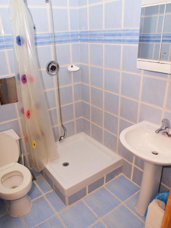 A11 (4 + 2): salle de bain avec toilette