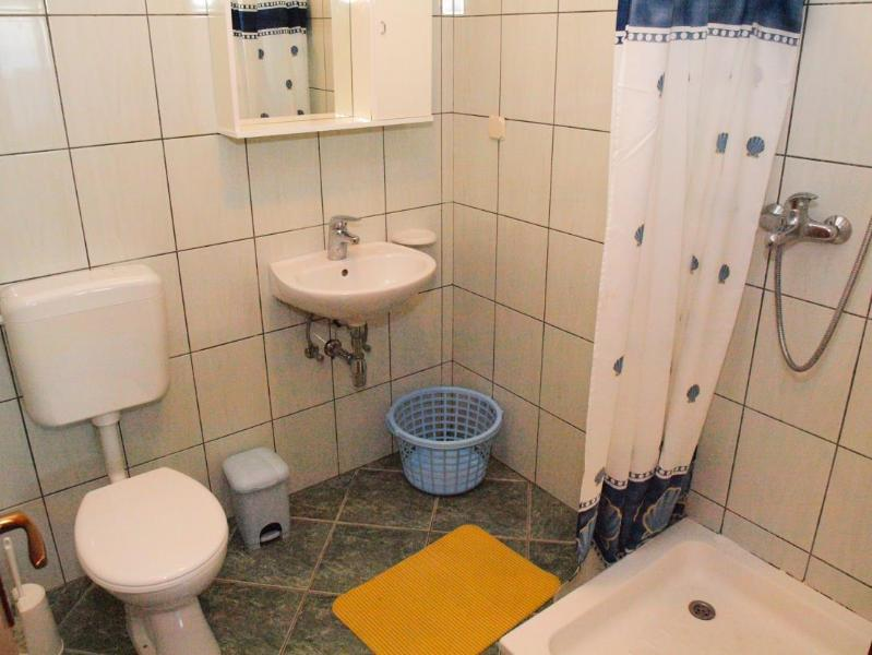 A13(4+2): bathroom with toilet