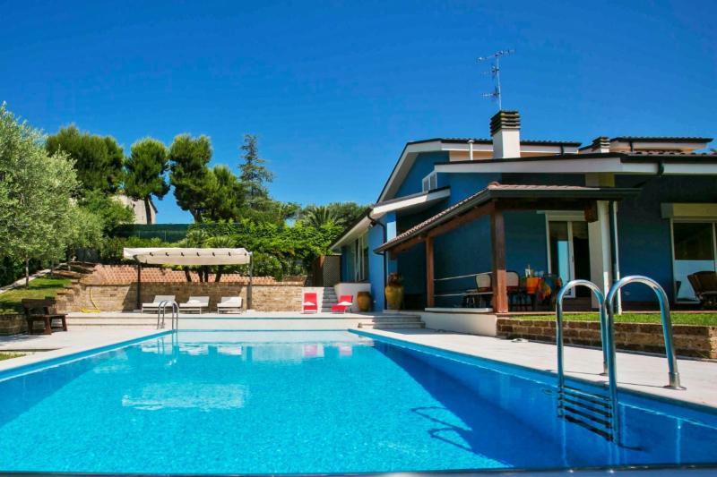 VILLA BLU - VILLA BLU 7, holiday rental in Controguerra