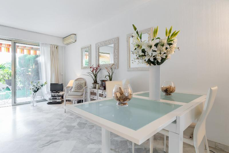 Cannes centre - Luxury 1 bedroom with swimming pool, vacation rental in Cannes