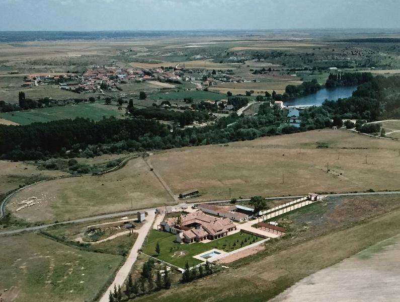 Vista Complex La Casona del Tormes, vicino al fiume