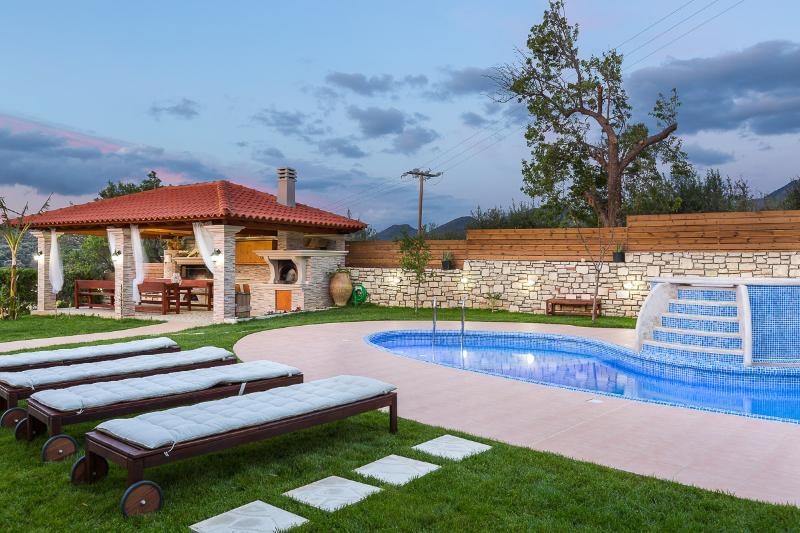 Lilium Villa, summer aroma!, holiday rental in Melidoni