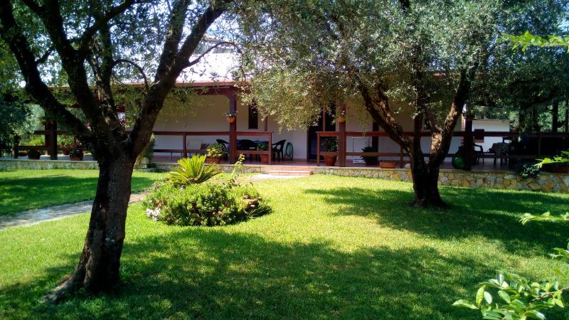 Ampio monolocale da 3/4 posti letto, holiday rental in Otranto