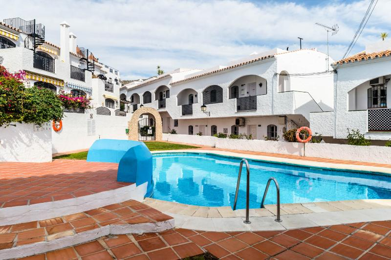 Verano Azul complex Nerja.Sleeps 4 burriana beach, holiday rental in Nerja