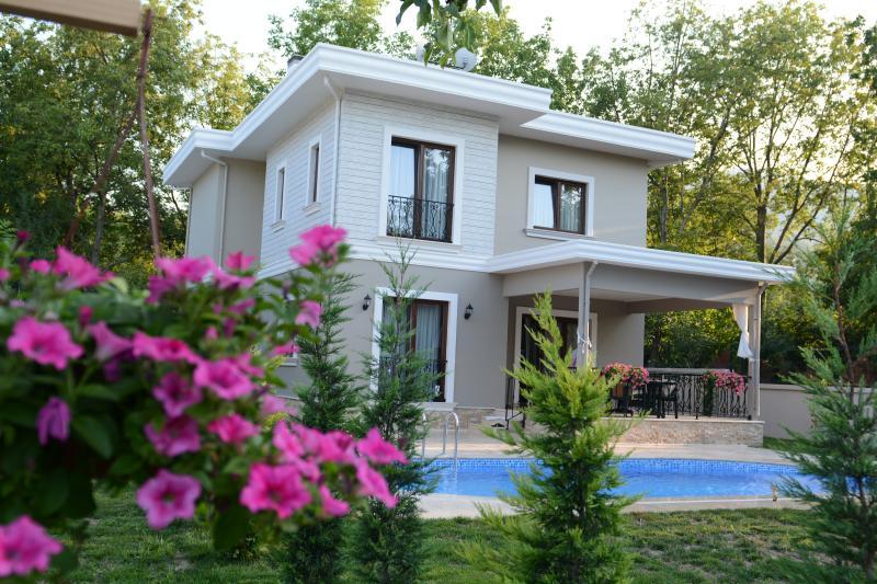 VILLA GÜZEL EVLER KIRKPINAR SAPANCA, vacation rental in Izmit
