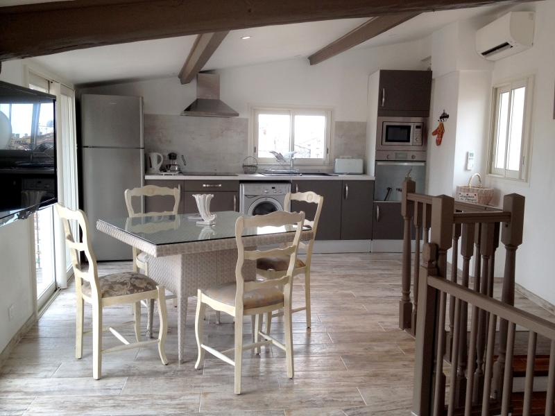 Lovely renovated duplex on the rooftops, location de vacances à Vence