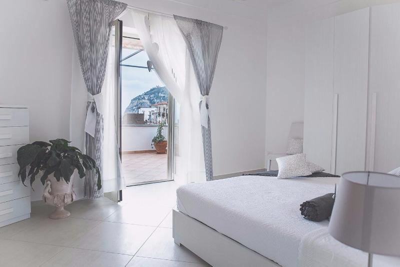 queen size bed that goes on the terrace