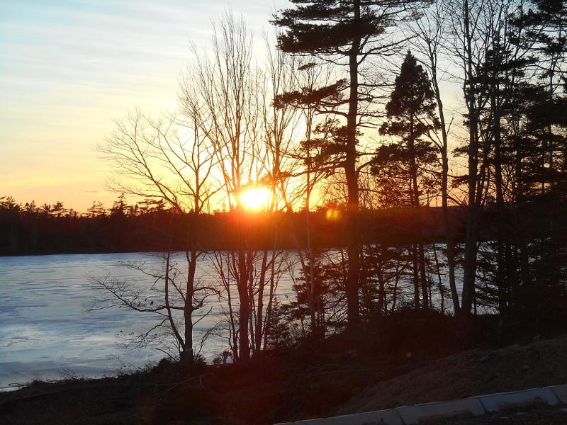 Quiet Lakeside Setting in Cole Harbour, holiday rental in Halifax Regional Municipality