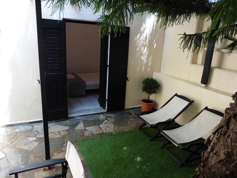 Excelente, estudio totalmente amueblado en Julies Apartamentos en el centro de Kokkini Hani.