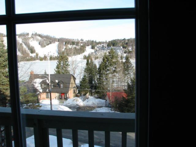2 Storey apartment with a backyard, holiday rental in Morin Heights