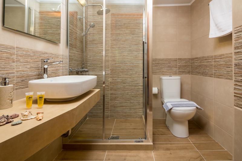 Avra Apartments, Ostria, bathroom