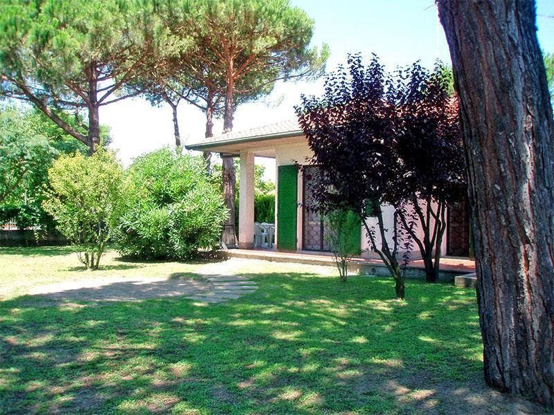 Bella villa al piano terra con giardino su 3 lati, aluguéis de temporada em Lido delle Nazioni