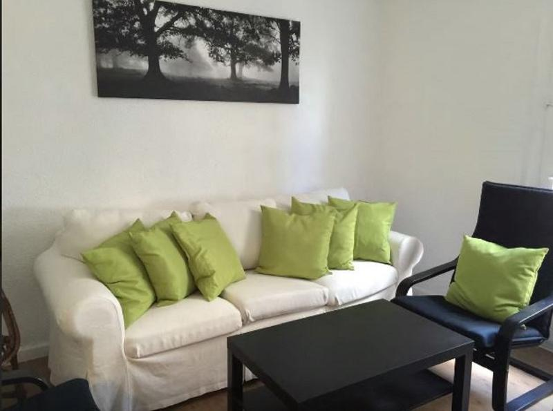 Bright apartment in the city centre, vacation rental in Casetas