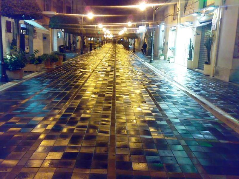 Area pedonale ai piedi del Lavinium