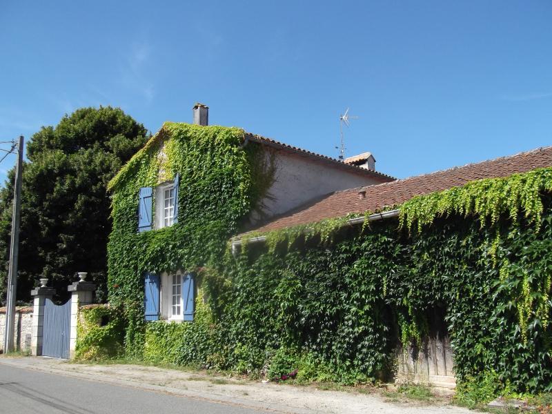 Le Clos de la Font Queroy  Chambre la Saint Martin, casa vacanza a Soyaux